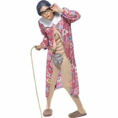 Bejaarde vrouw verkleedkleren